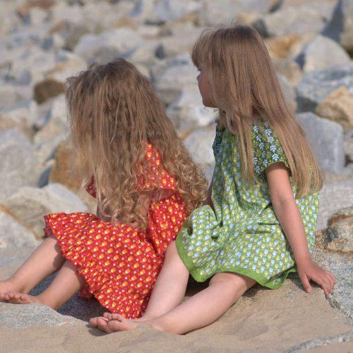 Sommerkleider für Mädchen in rot und grün