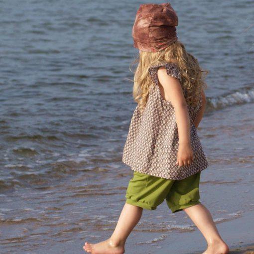 Grüne Bermudahose und Sommertunika in hellbraun geblümt für Maedchen