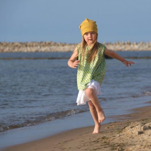 Grüne Tunika und weißer Sommerrock