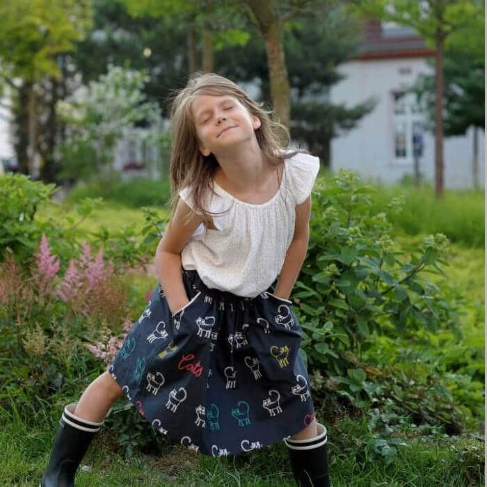 Sommerrock für Mädchen aus Biobaumwolle dunkelblau KATZEN - kapelusch 3f0e3c7968