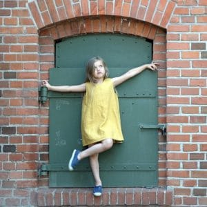 Leinenkleid für Mädchen senfgelb