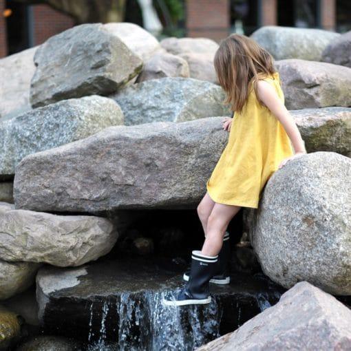 Leinenkleid für Mädchen in senfgelb