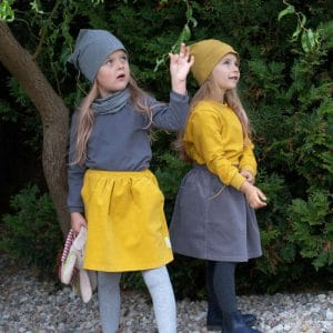 Feincord Mädchenrock senfgelb mit Paspeltaschen