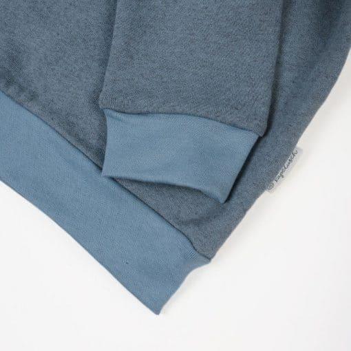 Bio Sweater für Kinder taubenblau Ausschnitt