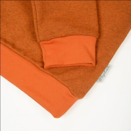 Bio Sweater für Kinder zimtorange Ausschnitt