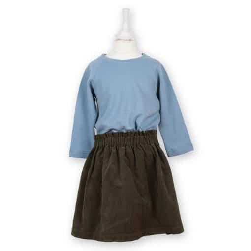 Bio Sweatshirt für Mädchen taubenblau kombiniert mit einem Cordrock in anthrazit