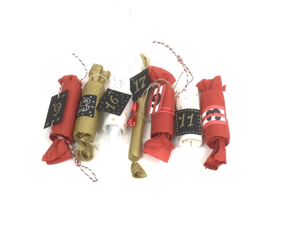 fertige Bonbons aus Papierrollen für den Adventskalender