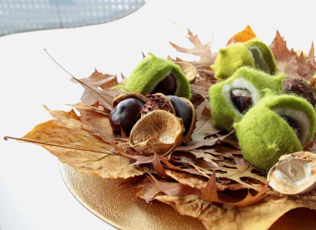 Basteln in Herbst: Deko aus Herbstblättern und Filzkastanien
